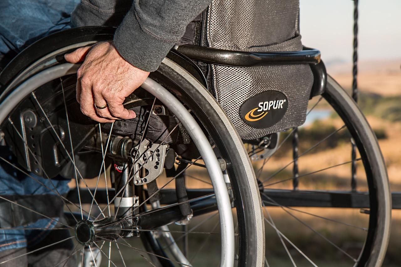 טיפול בחמלה: איך תסייעו לקשישים היקרים לכם לחיות בצורה טובה?