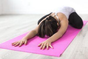 מחקר חדש מראה כי תרגול יוגה עוזר להתמודדות עם בריחת שתן