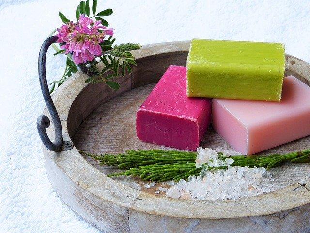 פילינג מלח – מדוע הוא יכול לעזור לנו